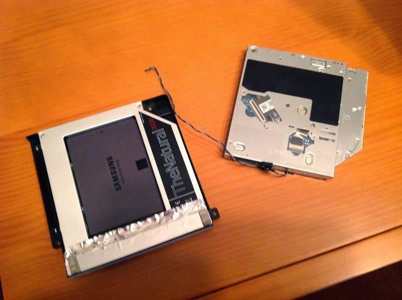 La SuperDrive y el SSD colocado en el adaptador
