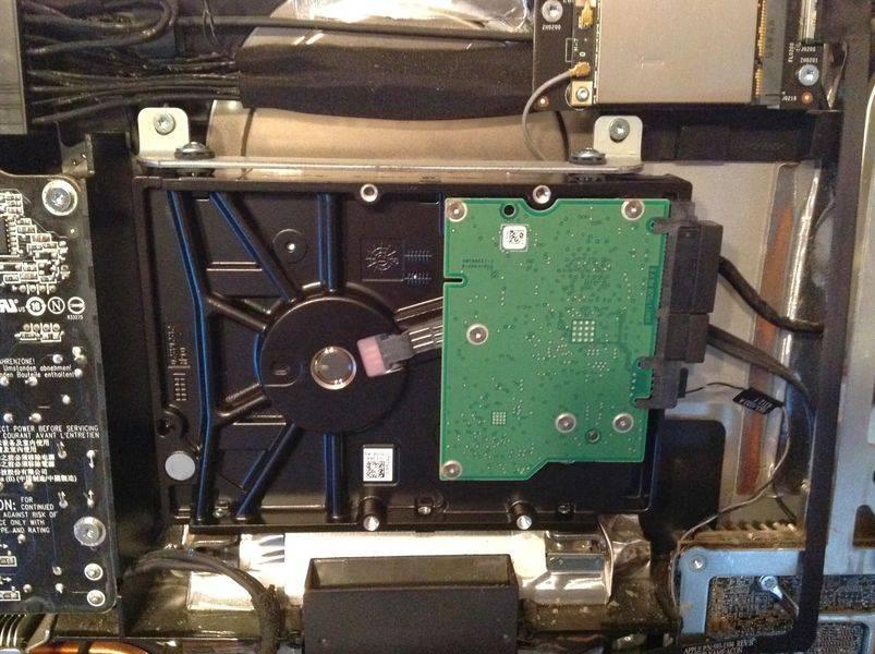 Vista frontal del nuevo HDD instalado